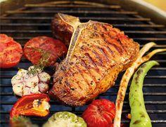 Ihr wollt Eure Gäste beim nächsten Grillabend so richtig begeistern? Dann zaubert doch einfach ein saftiges, rosarotes Roastbeef, aus dem Ihr köstliche Steaks schneiden könnt. http://www.fuersie.de/grillen/artikel/roastbeef-grillen-der-saftige-grillgenuss