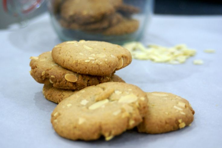 Almond and vanilla cookies...