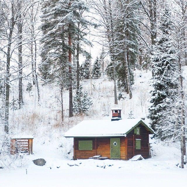Espoo Finlande. Qui viendrait nous rejoindre? La pureté de l'endroit est tout simplement à couper le souffle. On reste ici pour la vie? -- La suite de nos aventures à suivre sur @detourlocal -- #photooftheday #instagram #instafollow #instapassport #instatravel #detourlocal #discoverearth #discover_finland #gofinland #nbefinland #visitespoo #loves_finland #Finlande #landscape #lookoftheday #finnish #forenomnordic #snow #espoo #madeinfinland #whateveryouradventure #winter #traveladdict…