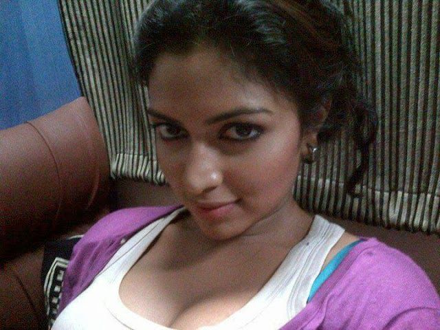 southen actress amala paul taking a selfie in private rare pictures