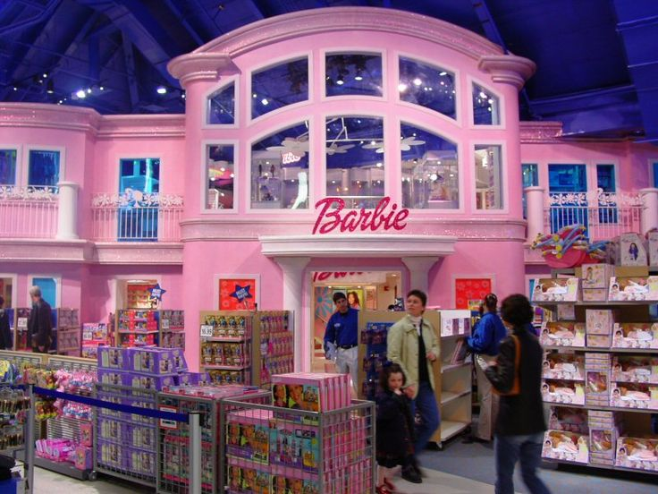 The Barbie House at Toys-r-Us in New York is every girls dream come true!!- #AerieFNO