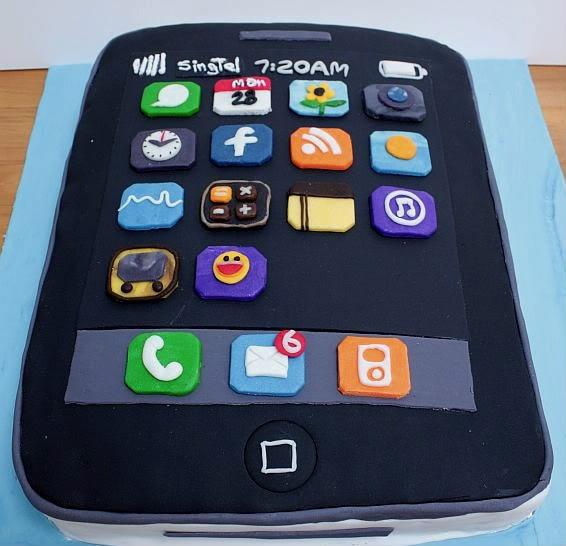 iPhone cake: leuk idee, het aantal appjes en berichtjes in rood als verjaardags - leeftijd