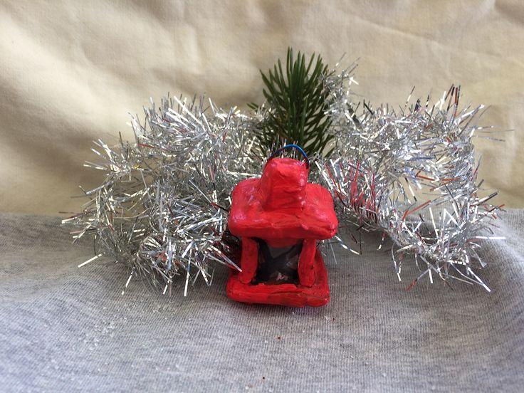 Handgjord ljuslykta med handtag. Endast 4 cm hög och 7 cm i omkrets. Används till ditt julpyssel. Finns att köpa i http://pysselqvinnan.se/pysselbutik-online/