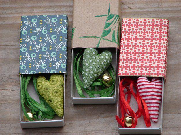 Ein Geschenk für jemanden, den du gern hast... Eine mit schönen Geschenkpapieren beklebte Streichholzschachtel mit einem Herzlesezeichen als Inhalt.Die Schachtel haben unterschiedliche Designs,...