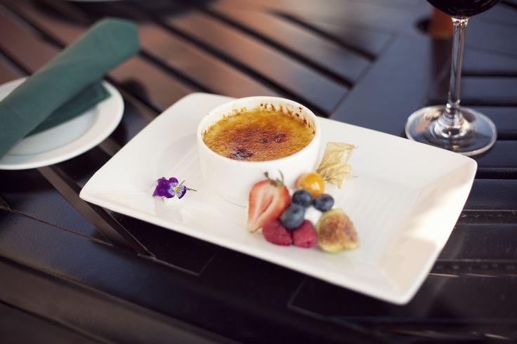 The perfect Crème brûlée. #selkirkgrille #heritageparkyyc
