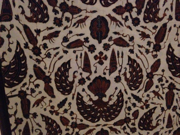 Semen Sido Mukti (Ambarukmo Jogja) Motif sido Mukti gaya Yogyakarta berpola semen.  Sido= menjadi,  mukti= mulia. Motif ini melambangkan harapan hidup dalam kecukupan dan bahagia lahir batin dunia akhirat. Biasanya dipakai oleh pengantin pada upacara ijab kabul dan panggih