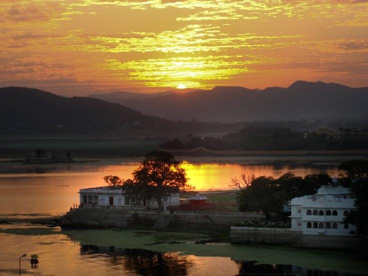 Udaipur at Sunset Rajasthan India 8X10 Photograph chamelagiri.etsy.com