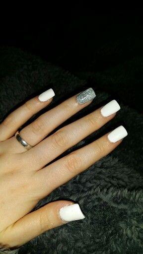 Pretty matt white nails and loose silver sparkly glitter nail #newboe #diy #whitenails #nailart