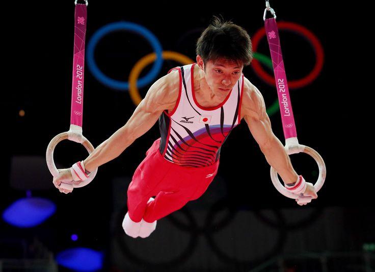 """LONDRES 2012 -- Kazuhito Tanaka, do Japão, durante prova de ginástica artísitca, categoria """"argolas"""". Foto: Ronald Martinez/Getty Images."""