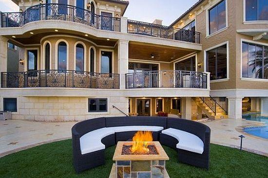 WEB LUXO - IMÓVEIS DE LUXO: Modernidade com toques clássicos nesta mansão a beira mar