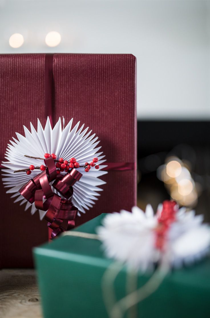 Christmas gift wrapping // DIY with paper