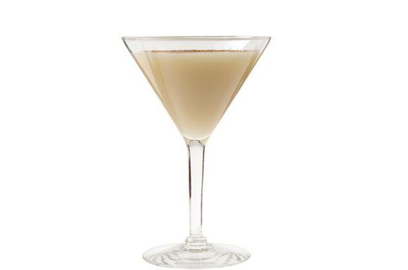 Preparazione cocktail golden cadillac