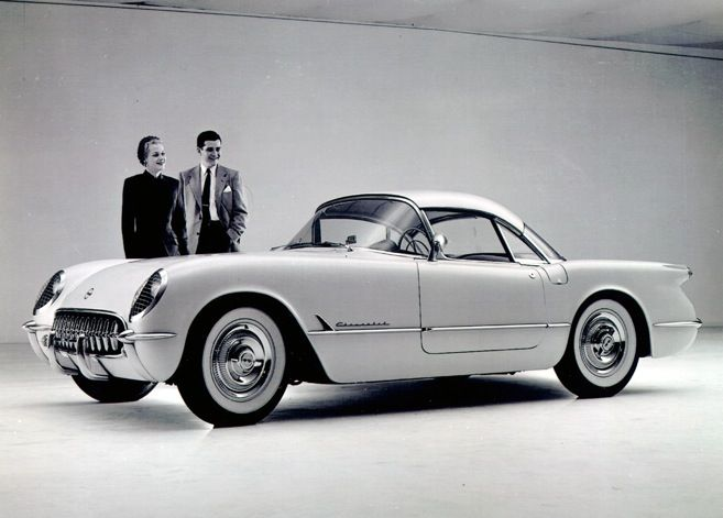 1954 Chevrolet Corvette Πως ήταν τότε και πως είναι τώρα. Όπως και να είναι , όποτε και να ήταν, το αυτοκίνητο αυτό κρατούσε ψηλά τη σημαία της Αμερικάνικης βιομηχανίας σπορ αυτοκινήτων . Το καμάρι του κάθε Αμερικάνου. Το όπλο ενάντια σε πόρσε, μαζεράτι και άλλα σπορ ευρωπαϊκά αυτοκίνητα.