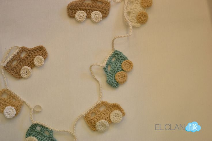 Guirnalda autos tejida a crochet www.elclankids.cl