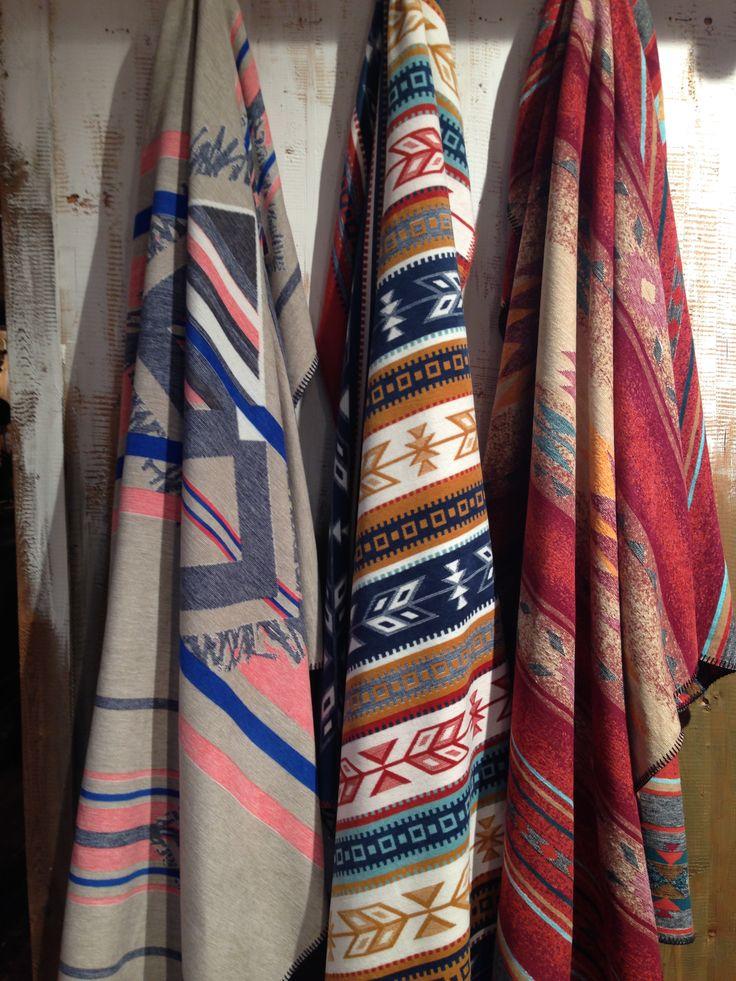 Halten euch gut bedeckt: Decken mit trendigem Ethnomuster