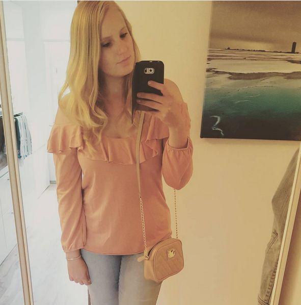 Outfit von Otto.de, rosa Carmen Bluse, Jeans, Tasche von Primark