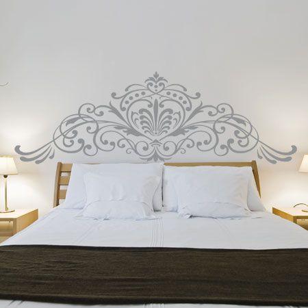 Sublimez votre chambre à coucher avec ce sticker mural au décor magistral dans un esprit design entre baroque contemporain et décoration florale
