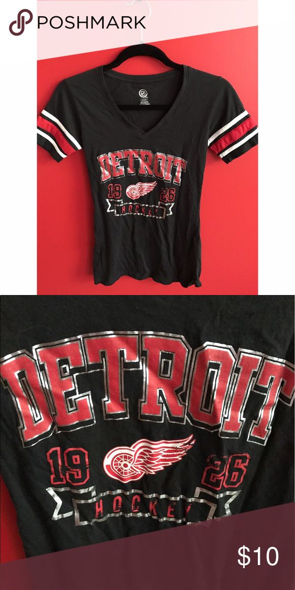 DETROIT HOCKEY T-SHIRT size: small  brand: NHL material: 100% cotton colors:  black, white, red  care:  machine wash cold  other: super soft   •20% off of 3+ items•   •no trades•  •use the offer button• •no lowballing•  •no holds• NHL Tops Tees - Short Sleeve