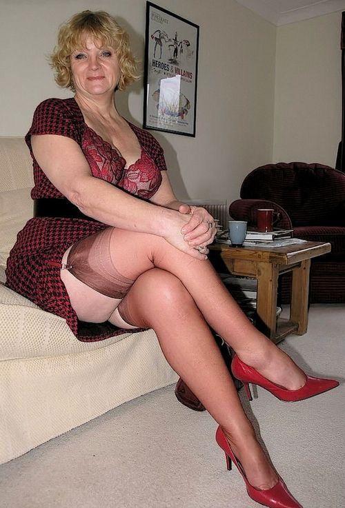 9a0f3c05680b556b090f5bb2e58a4c02--stockings-heels-nylon-stockings.jpg