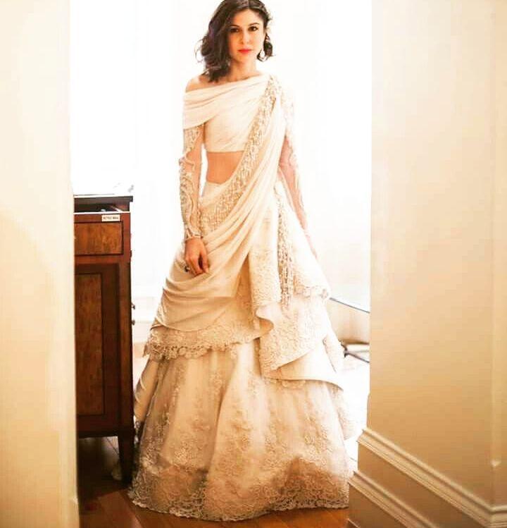 Fusion #wedding lehenga #goals  By @gauravguptaofficial  #indianwedding #desibride #bridal #weddingideas #whitedress #whitegold #shaadibazaar #wedding #indianwedding