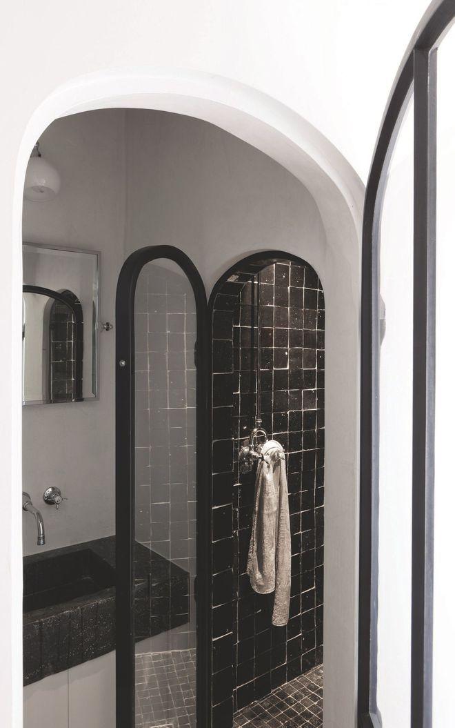 une douche esprit marocain dans la maison r nov e salle de bains pinterest douches esprit. Black Bedroom Furniture Sets. Home Design Ideas