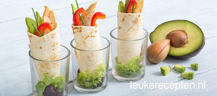 mini wrap met kiphttp://www.leukerecepten.nl/recepten/833-mini-wrap-met-kip