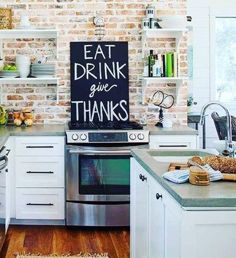 Tijolo aparente na cozinha, não tem como não dar certo. #decor #trend #homedecor…