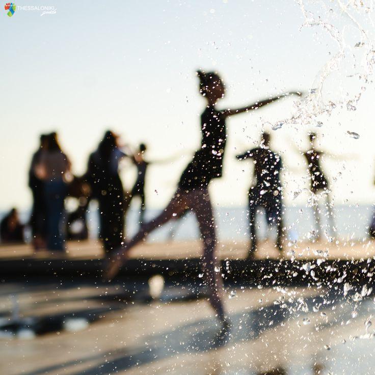 Ομπρέλες στη Νέα Παραλία Θεσσαλονίκης