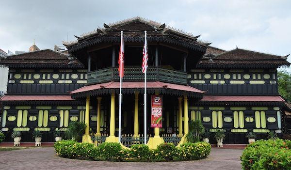 Istana Jahar : Museum of Royal Traditions and Customs in Kota Bharu Kelantan - http://outoftownblog.com/istana-jahar-museum-of-royal-traditions-and-customs-in-kota-bharu-kelantan/