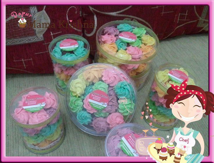 Rainbow Cookies tersedia dalam Toples HardTop 500gr. Warnanya maniiissss ^^ rasanya ngejuuuuu ^^