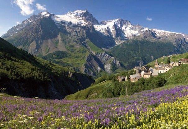 Le hameau des Hières sous la Meije, entre pastoralisme et alpinisme.