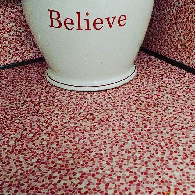 Beautiful shot of red and white Formica® Laminate vintage pattern Capri for Valentine's day from @terilussier  #vintagekitchen #redandwhitekitchen #vintagelaminate #laminatecountertops #formicalaminate #vintageformica