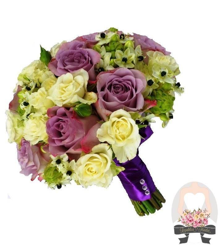 Buchet format din trandafiri, miniroze, ornithogalum