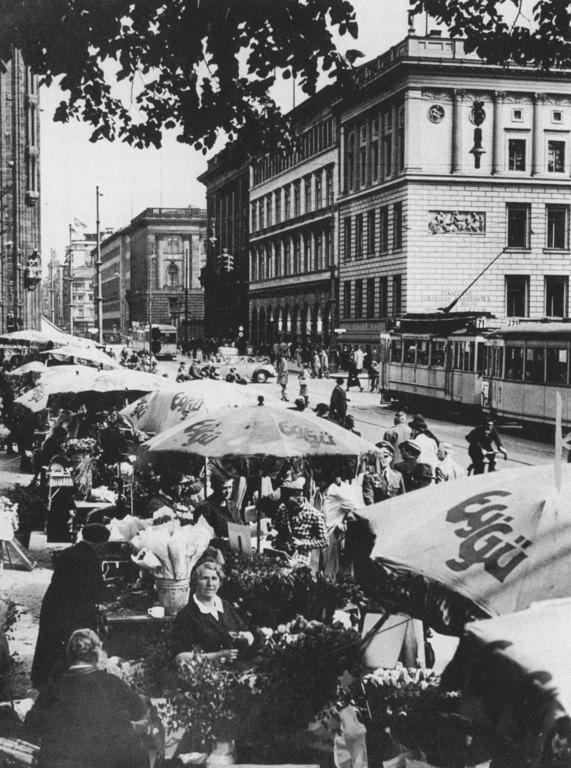 Blick in die Leipziger Straße mit dem Leipziger Platz Nr. 11, circa 1930