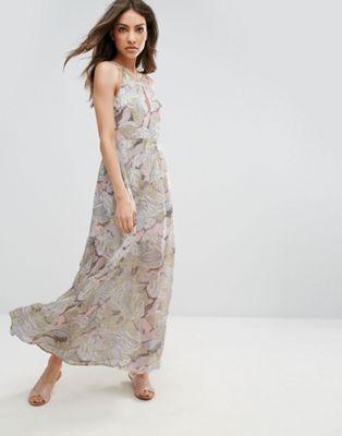 Шифоновое платье макси с цветочным принтом QED London