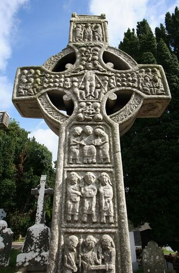 Monasterboice (Mainistir Bhuithe) is an interesting monastic site near Drogheda in County Louth. The impressive ruins include a large cemetery, two churches, one of the tallest round towers in Ireland and two of the tallest and best high crosses.