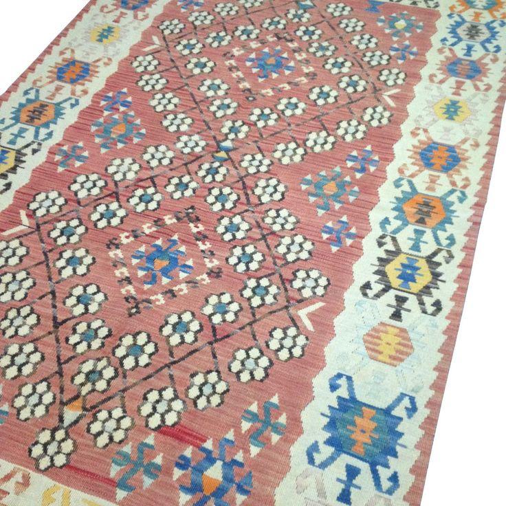 #tapis #kilim #rouge #vintage #décoration #artisanal