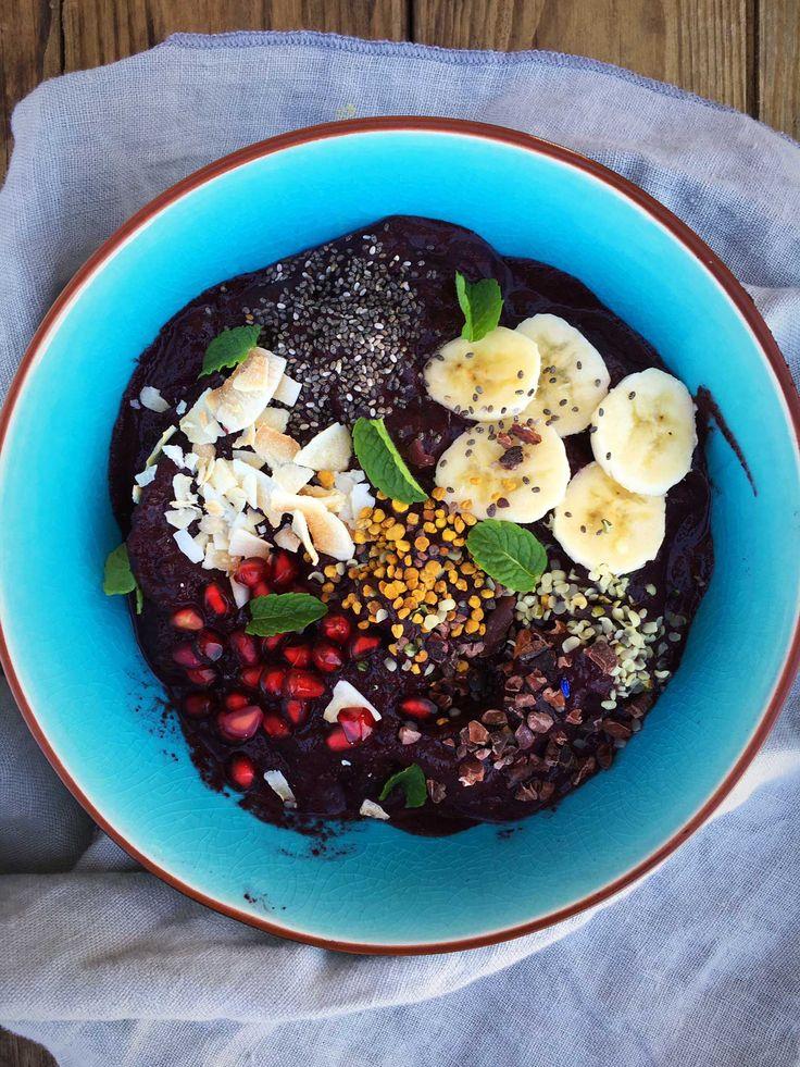 Den populære Açai Bowl i en endnu sundere variant - denne gemmer nemlig på broccoli og spinat. Find opskriften her: Madbanditten.dk