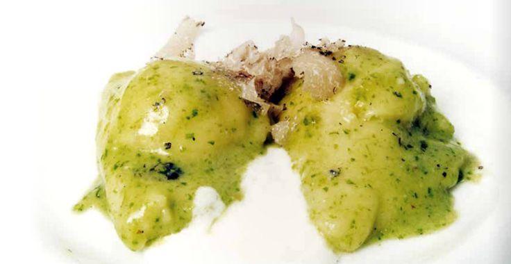 La ricetta per i Ravioli al pesto con taleggio e tartufo