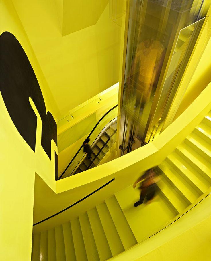 Желтый цвет в интерьере встречается очень редко.  http://interior.pro/interiors/2753/?image_id=21311