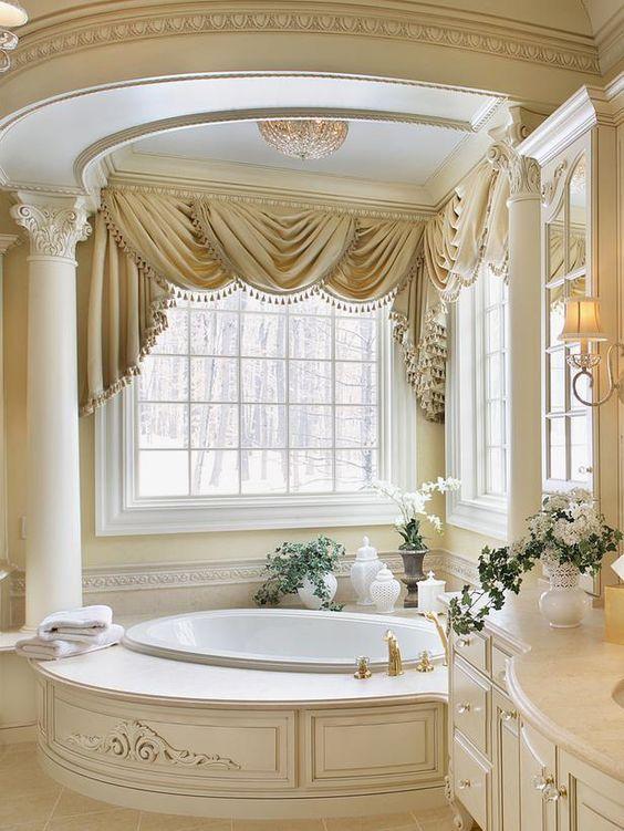 CUARTOS DE BAÑOS LUJOSOS Hola Chicas!! Les dejo una galería de fotografías de cuartos de baño lujosos en casas de Estados Unidos, regularmente las casas grandes tienen el cuarto de baño así de grande en la recamara principal, estas 5 fotografías son las que mas me gustaron, aunque son diferentes estilos todos son hermosos y elegantes.