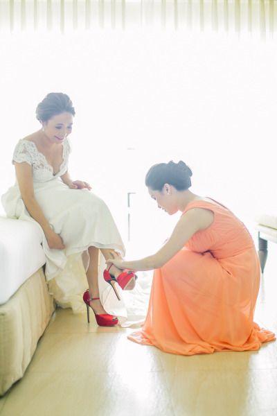 Sapatos para noivas: O vermelho, a cor do amor, fica linda no sapato, principalmente se for para combinar com lábios vermelhos ou um belo buquê de noiva com flores vermelhas!