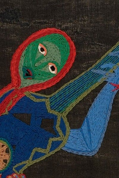 La segunda muestra del renovado Espacio Violeta Parra exhibe un conjunto de sus obras -arpilleras, óleos y piezas en papel maché- en relación a su autobiografía, narrada en versos en sus Décimas.