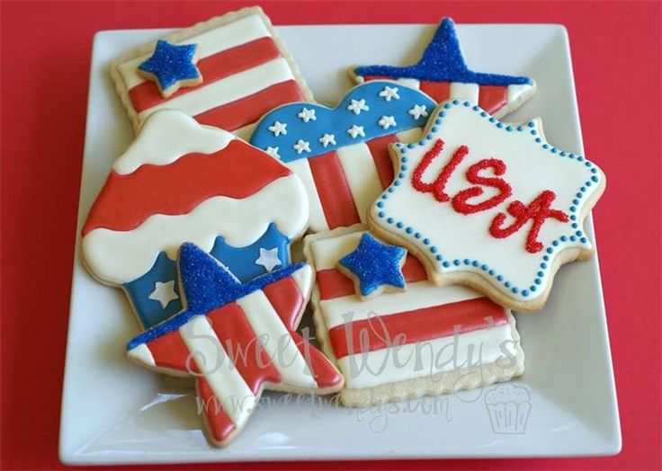 4th of July Cookies. Found on: http://www.sweetwendys.com/Cookies.html. Please try our new #carouselboxes / #treatboxes. They come in 10 awesome colors and can hold cookies, donuts, cupcakes, treats, gifts ... http://www.betterbakersbox.com/carousel-boxes.html.
