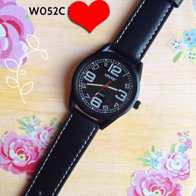 Jam tangan levis kulit Kode : W052C || Harga : 80ribu || Diameter : 4.3cm || Tali : kulit  || Water resistant : tidak