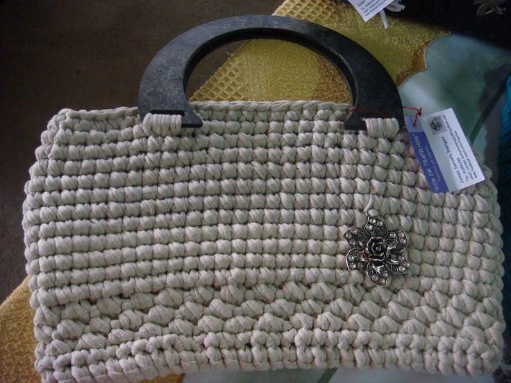 bolso de trapillos, y asa gris