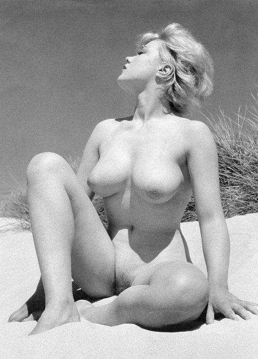 lesbains naked having sex
