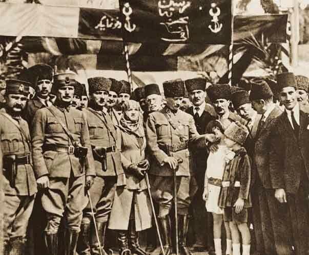 Atatürk ve eşi