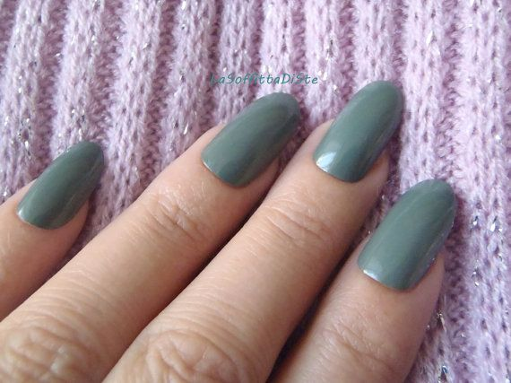 unghie verde oliva ovali unghie finte mandorla chic nail art natale verde salvia autunno acrilico elegante festa notte nozze lasoffittadiste