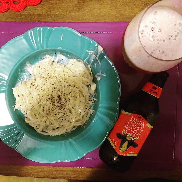 Hoje é Dia Internacional do Macarrão então porque não harmonizar? Espaguete ao molho de cogumelo gorgonzola e mascarpone. Acompanha @corinacervejas Linda leve e solta uma Pale Ale que chega fazendo um contraste com o prato. #drinklocal #beerporn #instacerveja #instabeer #craftbeer #cervejaartesanal #cerveja #beer #birra #cerveza